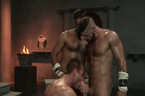 Muscle Bear 3some With cumshot