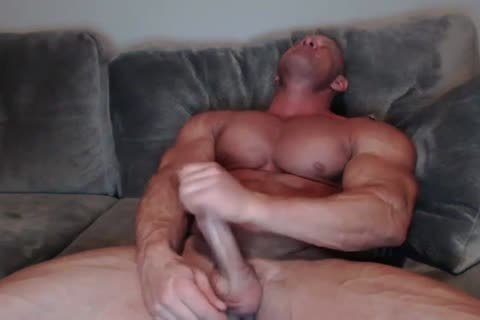 mature Bodybuilder stroking