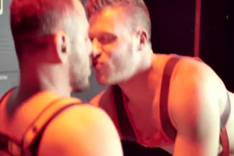 Marc Giacomo & Brian Bonds In Red Light Lockerroom