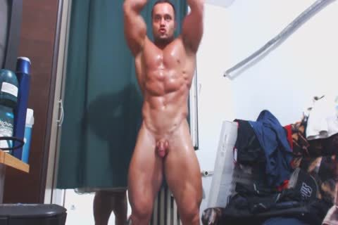 Muscle man Jerks Off On web camera
