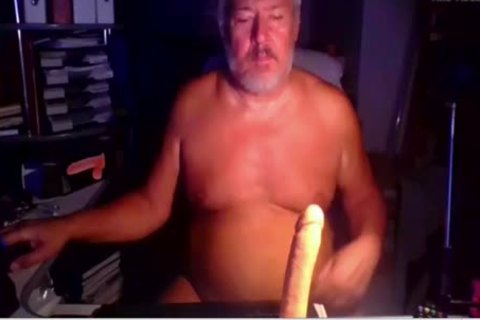 mature Euro Sub Performs For Me On cam